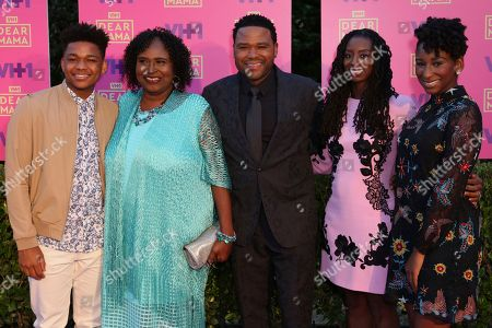 """Nathan Anderson, from left, Doris Hancox, Anthony Anderson, Alvina Stewart and Kyra Anderson arrive at the 2nd Annual """"Dear Mama: An Event To Honor Moms"""", in Pasadena, Calif"""