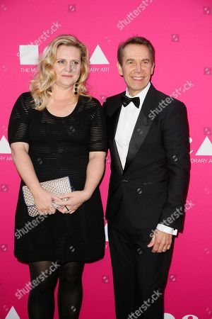 Artist Justine Wheeler Koons, left, and honoree Jeff Koons pose at The Museum Of Contemporary Art 2017 Annual Gala at The Geffen Contemporary at MOCA, in Los Angeles, Calif