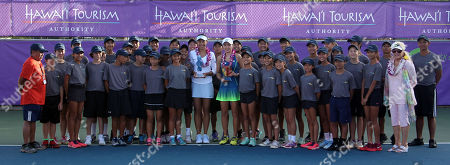 Winner Shuai Zhang and runner-up Su Jeong Jang pose with the volunteer staff on Center Court after the final of the WTA 125k Hawaii Open at Patsy T. Mink Central Oahu Regional Park in Waipahu, Hawaii - Michael Sullivan/CSM