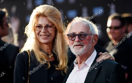 """Norman Jewison, right, director of the 1967 film """"In the Heat of the Night,"""" poses with his wife Lynne St. David before a 50th anniversary screening of the film on the opening night of the 2017 TCM Classic Film Festival at the TCL Chinese Theatre, in Los Angeles"""
