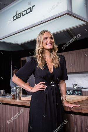 Actress and model, Molly Sims and Chef Fabio Viviani cook up fine Italian cuisine at the Dacor Dinner Times Meets Showtime at the Dacor's Entertainers' Pavilion, in Pebble Beach, Calif