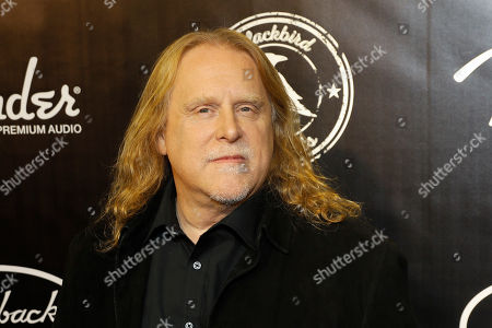 "Warren Haynes arrives at the concert ""Sing me Back Home: The Music of Merle Haggard"" at the Bridgestone Arena, in Nashville, Tenn"