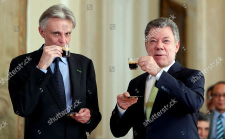 President of Colombia Juan Manuel Santos (R) drinks a coffee with the CEO of Nespresso, Jean-Marc Duvoisin (L), at the Narino Palace in Bogota, Colombia, 28 November 2017. Nespresso, of the Swiss multinational Nestle, will invest 50 million US dollars in Colombia for the production of high quality coffees in different areas of the country that in the past had been affected by the violence, according to the Colombian President.
