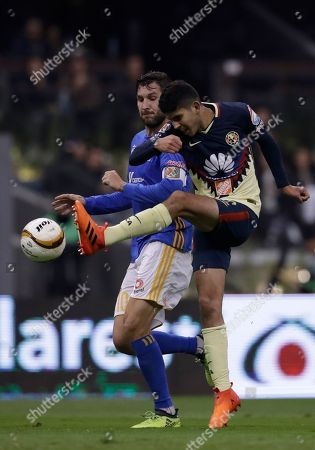 America's Carlos Vargas, right, fights for the ball with Tigres' Andre Pierre Gignac during a Mexico soccer league semifinal first leg match at Estadio Azteca in Mexico City
