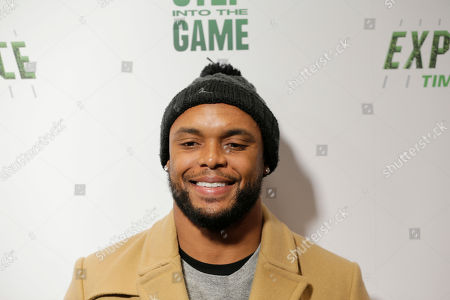 """New York Giants Shane Vereen poses for a picture at the opening of """"NFL Experience"""" in Times Square, New York"""