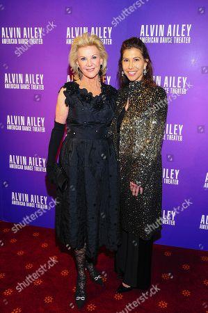 Gillian Wynn, Elaine Wynn attend