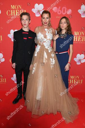 Giulia Siegel mit Kinder Nathan and Mia,.