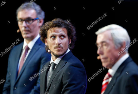 Former English soccer international Gordon Banks, right, former Uruguayan soccer international Diego Forlan and former French soccer international Laurent Blanc, left, assist during the 2018 soccer World Cup draw in the Kremlin in Moscow
