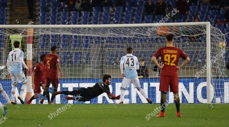 Spal's Federico Viviani, left, scores first goal for his side during an Italian Serie A soccer match between AS Roma and Spal, at the Olympic stadium in Rome, Friday, Dec. 1st, 2017