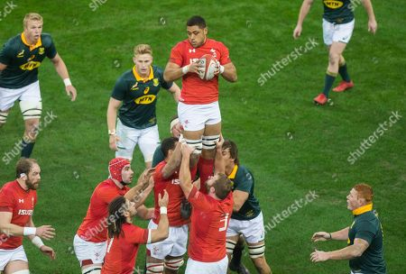 Toby Faletau of Wales wins the line out.