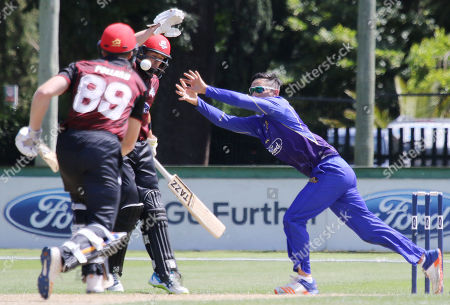 Amaru Kitchen (R) of Otago Volts unsuccessfully attempts to catch a ball to dismiss Michael Pollard of Canterbury during the Ford One Day trophy cricket match between Canterbury and Otago Volts at MainPower Oval, Rangiora, Canterbury, New Zealand, Sunday, Dec. 3, 2017. (Sanka Gayashan/REX/Shutterstock)
