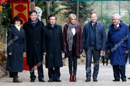 """French First lady Brigitte Macron, center, French Junior Minister for Foreign Affairs Jean-Baptiste Lemoyne, 2nd right, Chinese vice-foreign minister Zhang Yesui, 3rd left, and former French Prime Minister Jean-Pierre Raffarin, right, pose as they arrive to attend a naming ceremony of the panda born at the Beauval Zoo in Saint-Aignan-sur-Cher, France, . The 4-month-old cub is called Yuan Meng, which means """"the realization of a wish"""" or """"accomplishment of a dream"""