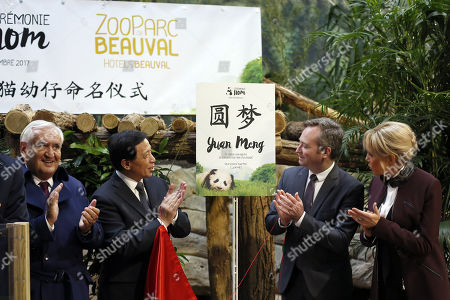 French First lady Brigitte Macron (R), French Junior Minister for Foreign Affairs Jean-Baptiste Lemoyne (2-R), Chinese vice-foreign minister Zhang Yesui ((2-L) and French former prime minister Jean-Pierre Raffarin (L), attend a naming ceremony of the newborn baby panda 'Yuan Meng' in Saint-Aignan-sur-Cher, central France, 04 December 2017. As France's 'First Lady', Brigitte Macron shares godmother duties with the wife of the Chinese president.