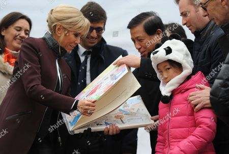 French President wife's Brigitte Trogneux and China's Vice Foreign Minister Zhang Yesui meet young girl during the panda cub's name ceremony.