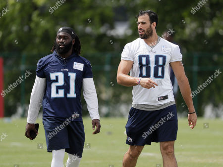 Tennessee Titans strong safety Da'Norris Searcy (21) and tight end Jace Amaro (88) talk during NFL football minicamp, in Nashville, Tenn