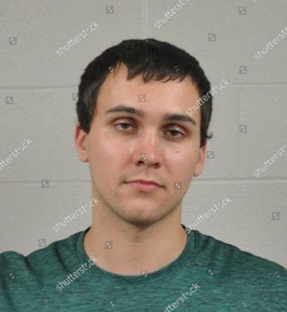 Fotografía distribuida por el Departamento de Policía de la Universidad de Maryland muestra a Sean Urbanski, quien fue acusado del domingo 21 de mayo de 2017 de haber asesinado con puñal a un estudiante visitante