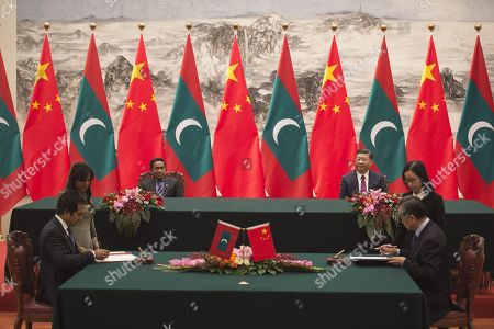 Maldives President Abdulla Yameen (L) attends with China's President Xi Jinping (R) a signing meeting at the Great Hall of the People in Beijing,  China, 07 December 2017.