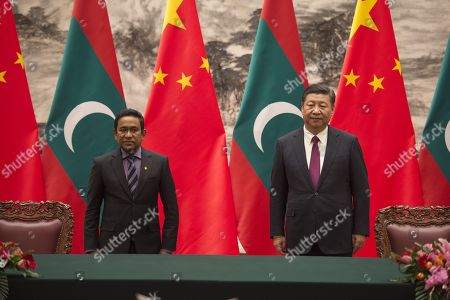 Maldives President Abdulla Yameen (L) stands with China's President Xi Jinping during a signing meeting at the Great Hall of the People in Beijing, China, 07 December 2017.