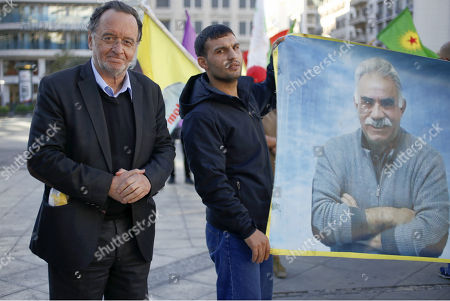 Politician Panagiotis Lafazanis joins Kurdish protesters who gathered at Syntagma Square