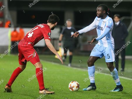 Sandy Walsh of Zulte Waregem (L) and Jordan Lukaku of SS Lazio fight for the ball during the UEFA Europa League soccer match between Zulte Waregem and SS Lazio at Regenboogstadion, in Waregem, Belgium, 7 December 2017.