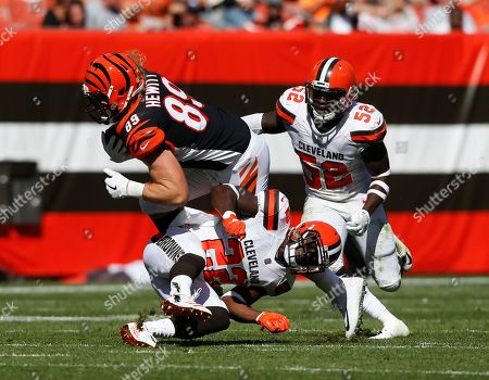 Ryan Hewitt, Jabrill Peppers, James Burgess. Cincinnati Bengals tight end Ryan Hewitt (89) is tackled by Cleveland Browns safety Jabrill Peppers (22) and inside linebacker James Burgess (52) in the second half of an NFL football game, in Cleveland