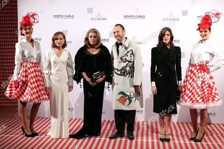 Belgian artist Charles Kaisin (2-R), French actresses Isabelle Huppert (2-L), Catherine Deneuve (3-L) and his daughter Chiara Mastroianni (2-R) arrive for the Surrealist Dinner Party at the Monte-Carlo Casino in Monaco, 09 December 2017.