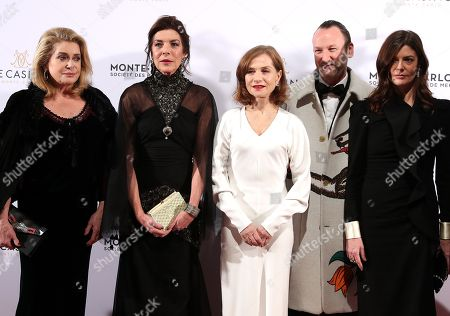 Princess Caroline of Hanover (2-L), Belgian artist Charles Kaisin (2-R), French actresses Isabelle Huppert (C), Catherine Deneuve (L) and his daughter Chiara Mastroianni (R) arrive for the Surrealist Dinner Party at the Monte-Carlo Casino in Monaco, 09 December 2017.