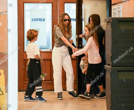 Jennifer Meyer and children