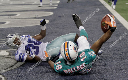 Roberto Wallace, Jamar Wall. Miami Dolphins wife receiver Roberto Wallace (18) pulls in a touchdown pass against Dallas Cowboys defender Jamar Wall (30) during a preseason NFL football game against the Dallas Cowboys, in Arlington, Texas
