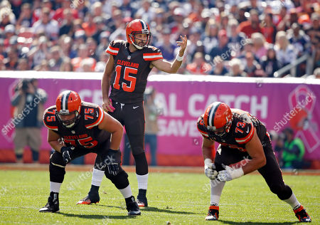 Cleveland Browns quarterback Charlie Whitehurst (15) calls signals at the line in the first half of an NFL football game against the New England Patriots, in Cleveland