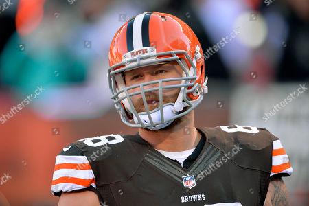 Cleveland Browns center Nick McDonald during warmups before an NFL football game against the Oakland Raiders, in Cleveland