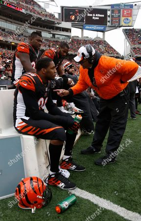 Jay Hayes, Carlos Dunlap. Cincinnati Bengals defensive line coach Jay Hayes, right, talks with defensive end Carlos Dunlap (96) in the first half of an NFL football game against the Baltimore Ravens, in Cincinnati