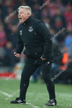 Everton assistant manager Sammy Lee shouts on the touchline