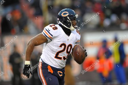 Chicago Bears running back Michael Bush (29) runs during an NFL football game against the Cleveland Browns, in Cleveland. Chicago won 38-31