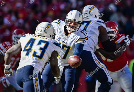 Philip Rivers, Branden Oliver. San Diego Chargers quarterback Philip Rivers (17) hands off to San Diego Chargers running back Branden Oliver (43) against the Kansas City Chiefs during the first half of their NFL football game in Kansas City, Mo