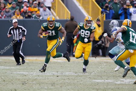 Green Bay Packers tight end Andrew Quarless (81) runs after making the catch during the second half of an NFL divisional playoff football game against the Dallas Cowboys, in Green Bay, Wis