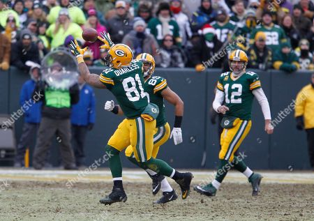 Green Bay Packers tight end Andrew Quarless (81) makes a catch during the second half of an NFL divisional playoff football game against the Dallas Cowboys, in Green Bay, Wis