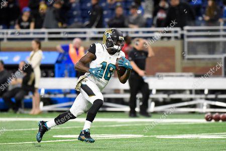 Jacksonville Jaguars running back Denard Robinson runs through drills during warmups before an NFL football game against the Detroit Lions, in Detroit
