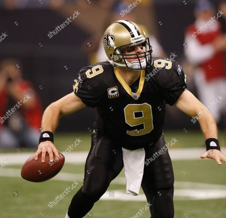 New Orleans Saints quarterback Drew Brees (9) in the first half against the Carolina Panthers in an NFL football game in New Orleans, . (AP Photo/Bill Haber