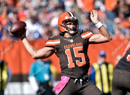 Stock Image of Cleveland Browns quarterback Charlie Whitehurst passes against the New England Patriots in the first half of an NFL football game, in Cleveland
