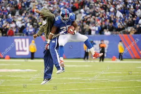 Andre Brown, Brandon Jacobs. New York Giants running back Andre Brown, right, celebrates with running back Brandon Jacobs after scoring a touchdown against the Oakland Raiders during the second half of an NFL football game, in East Rutherford, N.J