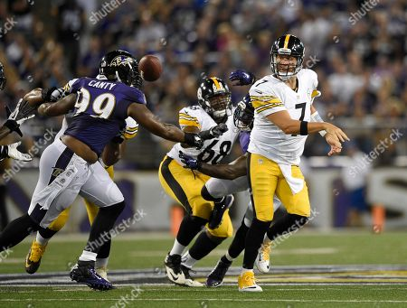 Pittsburgh Steelers quarterback Ben Roethlisberger (7) tosses the ball past Baltimore Ravens defensive end Chris Canty (99) during the first half of an NFL football game, in Baltimore