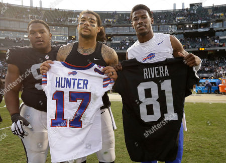 Justin Hunter, Mychal Rivera, Dan Williams. Oakland Raiders tight end Mychal Rivera, center, and Buffalo Bills wide receiver Justin Hunter, right, exchange jerseys next to Raiders defensive tackle Dan Williams, left, after an NFL football game in Oakland, Calif., . The Raiders won 38-24