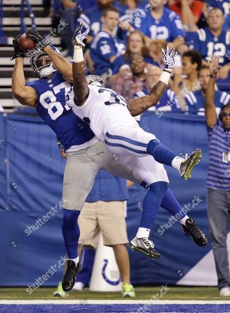 David Sims, Kellen Davis. New York Giants tight end Kellen Davis (87) makes a 3-yard touchdown reception against Indianapolis Colts defensive back David Sims (35) during the second half of an NFL preseason football game, in Indianapolis