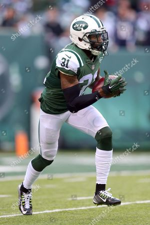 New York Jets corner back Antonio Cromartie (31) runs the ball against the New England Patriots during an NFL game at MetLife Stadium in East Rutherford, N.J. on