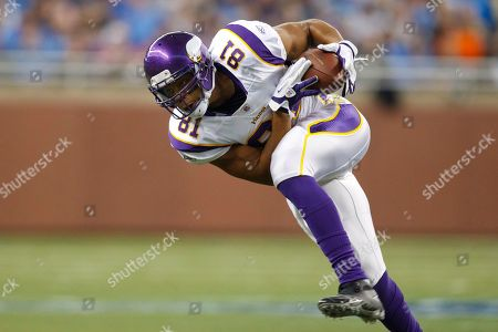 Minnesota Vikings tight end Visanthe Shiancoe (81) makes a reception in the first quarter of an NFL football game against the Minnesota Vikings in Detroit