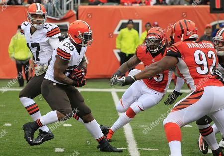 Cleveland Browns running back Willis McGahee (26) runs against the Cincinnati Bengals in an NFL football game, in Cincinnati