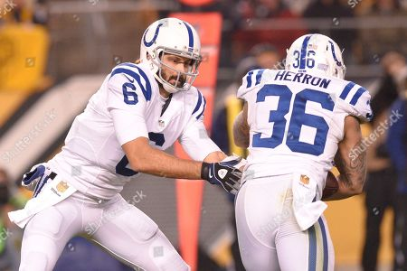 Indianapolis Colts quarterback Charlie Whitehurst (6) hands off to running back Dan Herron (36) in the second half of an NFL football game, in Pittsburgh