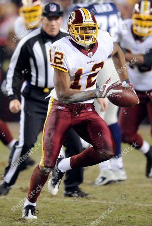 Washington Redskins wide receiver Malcolm Kelly carries the ball during the NFL football game against the Dallas Cowboys, in Landover, Md