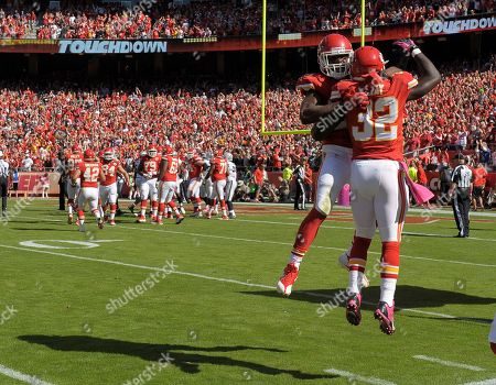 Charles, Gray. Kansas City Chiefs running back Jamaal Charles (25) celebrates his third quarter touchdown with teammate Kansas City Chiefs running back Cyrus Gray (32) which gave the Chiefs a 14-7 lead over the Oakland Raiders during an NFL football game in Kansas City, Mo